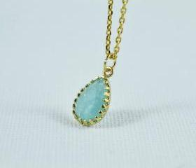 Beautiful Cracked Glass Drop Necklace